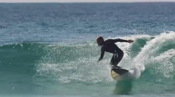 pro-surfer-mick-fanning-hits-waves-first-ever-3d-printed-surfboard-1