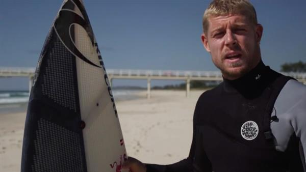 pro-surfer-mick-fanning-hits-waves-first-ever-3d-printed-surfboard-2