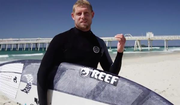 pro-surfer-mick-fanning-hits-waves-first-ever-3d-printed-surfboard-4