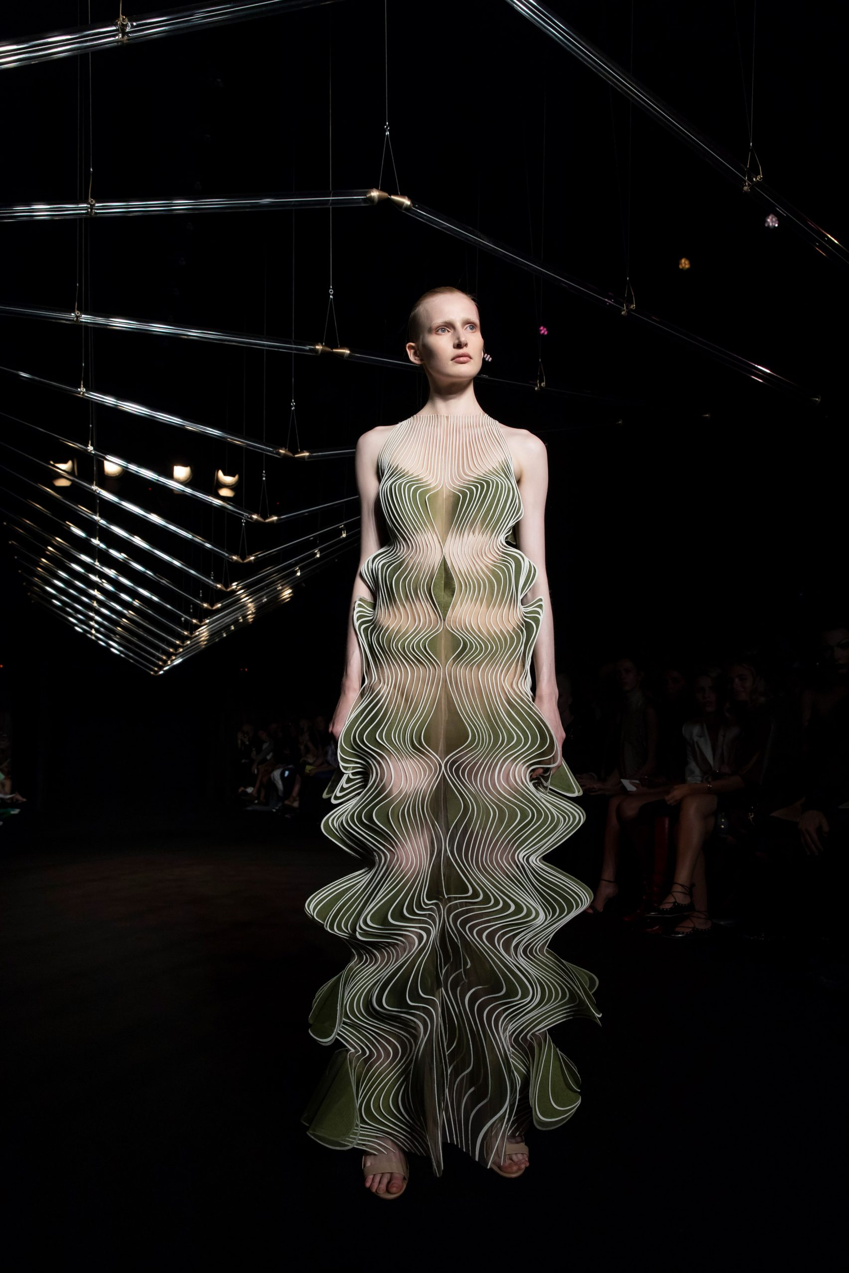 studio-drift-iris-van-herpen-fashion-design_dezeen_2364_col_11-1704x2556