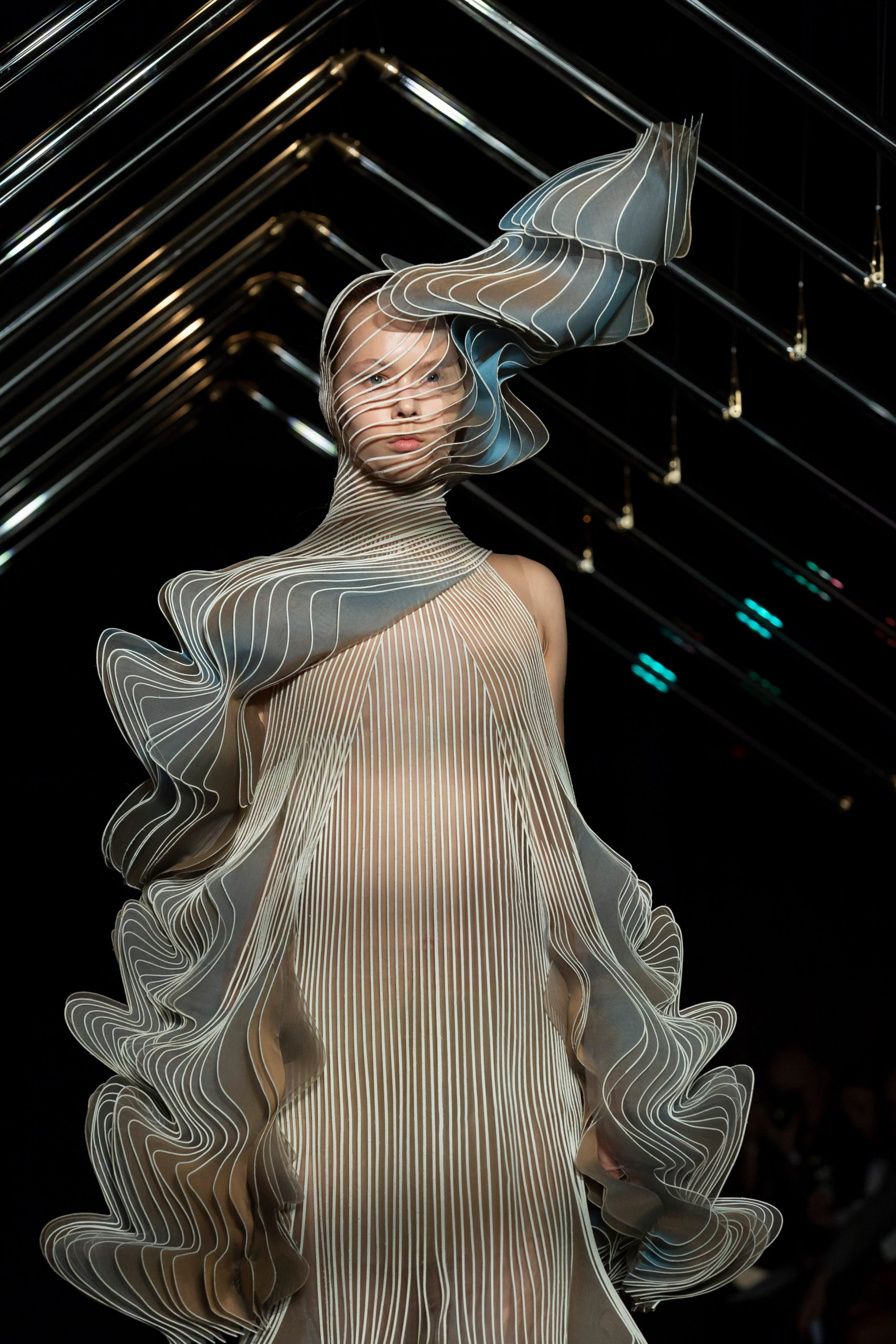 studio-drift-iris-van-herpen-fashion-design_dezeen_2364_col_4-1704x2556