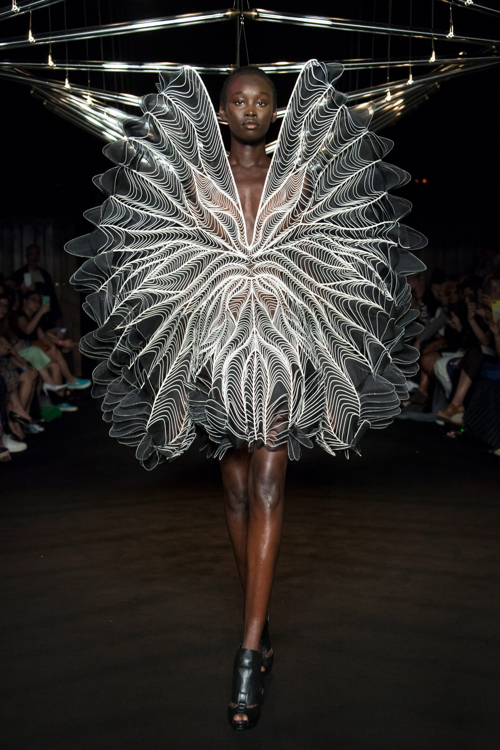 studio-drift-iris-van-herpen-fashion-show-design_dezeen_2364_col_19-1704x2556