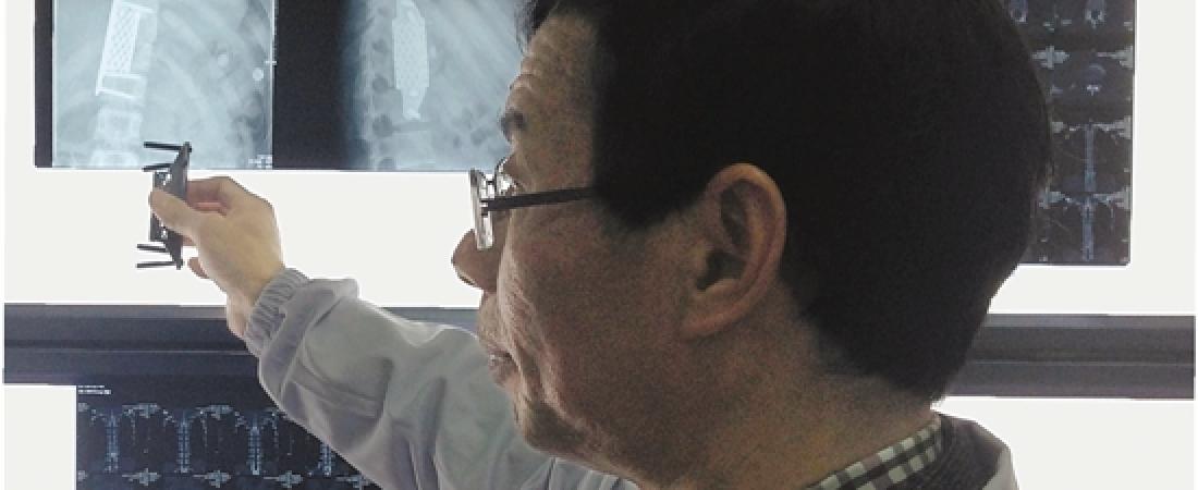 Stampate in 3D e impiantate con successo due vertebre nella spina dorsale di 21enne malato di tumore