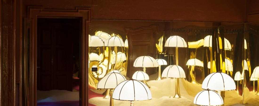 La Galleria Dimore presenta mobili metallici Gabriella Crespi tra le dune di sabbia