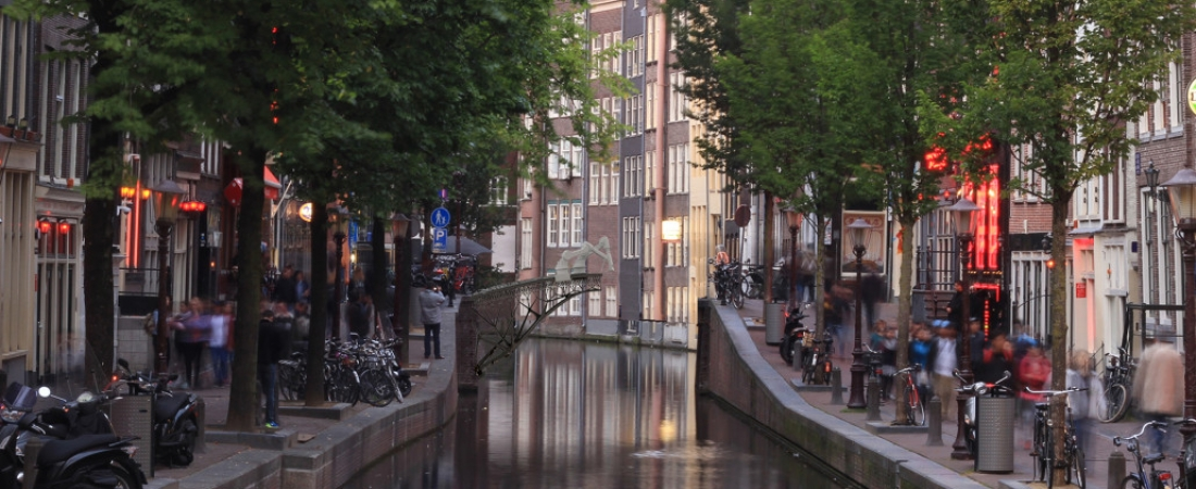 Amsterdam, un ponte in acciaio stampato in 3D con bracci robotici a 6 assi