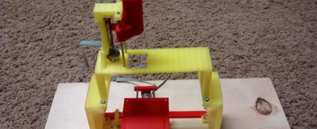 Come costruire una mini stampante 3D, plotter o macchina CNC utilizzando vecchi DVD