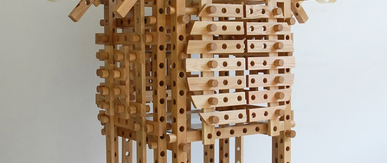 Yamamoto crea un'armadio che ricorda i templi giapponesi