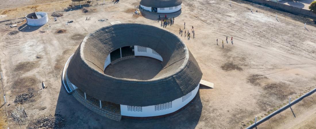 Toshiko Mori Architect: in Senegal la prima scuola circolare con tetto di paglia