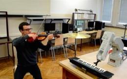 Chopin: il robot che suona il piano
